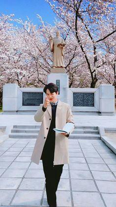 as long as i'm here, you don't need to worry about the little things. Baekhyun, Kaisoo, Kim Kai, Exo Korea, Luhan And Kris, Exo Lockscreen, Kim Jongin, Kpop Exo, Drama Korea