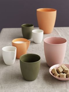 Mud Australia, hand-made porcelain available at Seehosu. Their ceramics come in a large range of colours. #mudaustralia #seehosu http://www.seehosu.com.au