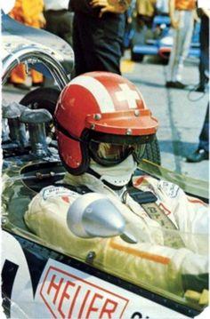 Jo Siffert en pleine concentration au volant de sa Lotus.