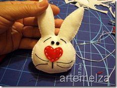 artemelza - coelho de páscoa Cone, Dolls, Crafts, Easter Bunny, Rabbits, Felting, Dressmaking, Baby Dolls, Manualidades