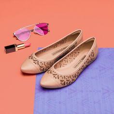 Shoes Photo, Dress Neck Designs, Chanel Ballet Flats, Cute Shoes, Fashion Shoes, Dress Shoes, Footwear, Pumps, Flats