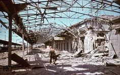 With a few blades, cleanup was not done well in the Verona Porta Nuova railway station. The picture was taken in August 1944 by Walter Hollnagel