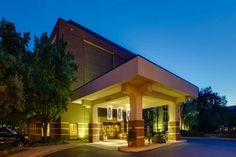 Hampton Inn Richmond - West Glen Allen (Virginia) Located 20 minutes outside of downtown Richmond, Virginia, this hotel is 10 miles from Richmond International Raceway. It offers an outdoor pool, on-site gym, and in-room flat-screen TVs.