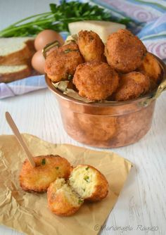 Polpette di pane Vegetable Recipes, Vegetarian Recipes, Chicken Recipes, Antipasto, Polpette Recipe, Peasant Food, Good Food, Yummy Food, Easy Delicious Recipes