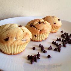 Aprende a preparar muffins con chispas de chocolate con esta rica y fácil receta.  Alistar todos los ingredientes para los muffins con chocolate. Pre-calentar el...