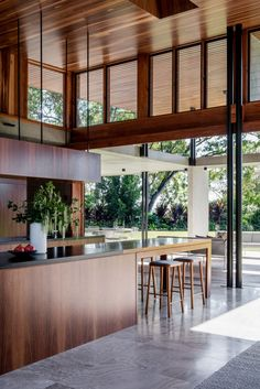 Sliding glass walls open the interior of this modern house to the backyard, creating an indoor/outdoor living environment. Sliding glass walls open the interior of this modern house to the backyard, creating an indoor/outdoor living environment. Home Interior, Decor Interior Design, Interior Architecture, Interior And Exterior, Interior Decorating, Futuristic Architecture, Kitchen Interior, Nest Design, House Design