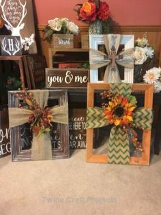 44 Simple and Easy DIY Home Decor Craft Projects to Try - Best Decorations Fall Crafts, Decor Crafts, Home Crafts, Christmas Crafts, Diy And Crafts, Christmas Wreaths, Christmas Decorations, Picture Frame Crafts, Picture Frame Wreath