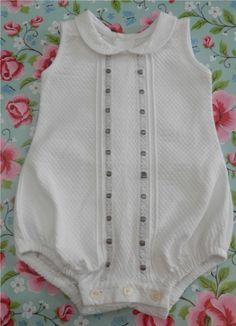 pelele niño - Pesquisa Google Vintage Baby Clothes, Cute Baby Clothes, Bebe Baby, Baby Boy, Baby Girl Fashion, Kids Fashion, Toddler Outfits, Kids Outfits, Baby Princess