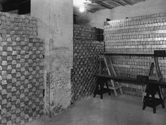 Old B/W picture of bullion vault with stacks of gold bars worth many millions of dollars. Modern Portfolio Theory, Make Money Online, How To Make Money, Gold Bullion Bars, Silver Bullion, Machine Learning Models, Millions Of Dollars, Money Machine, Today In History