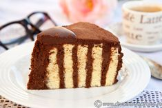 TORT SPIRALA CU CREMA MASCARPONE SI CAFEA | Diva in bucatarie Romanian Food, Romanian Recipes, Vanilla Cake, Tiramisu, Baking, Ethnic Recipes, Sweet, Desserts, Drinks