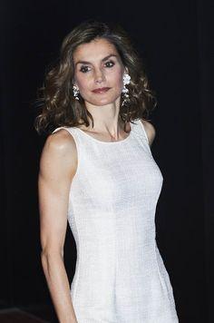 Passionnée de cinéma, la reine Letizia d'Espagne a récompensé à Madrid le réalisateur espagnol Carlos Saura et la réalisatrice indienne Zoya Akhtar.