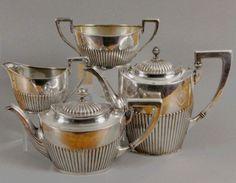 TEE- und KAFFEESERVICE IM QUEEN ANNESTIL Wilhelm Binder, Schwäbisch Gmünd um 1900 Silber 800. 4-te — Silber, versilbert