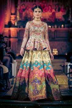 Nomi Ansari presents the glamorous and best runway looks. See Nomi Ansari runway reports for more details. Pakistani Wedding Outfits, Pakistani Wedding Dresses, Pakistani Dress Design, Indian Dresses, Indian Outfits, Pakistani Mehndi Dress, Rajasthani Dress, Lehenga Wedding, Bridal Outfits