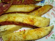 Chips de Batata Doce com Alecrim    Aprenda a fazer um petisco saudável e delicioso para o aperitivo: Chips de Batata Doce com um toque de Alecrim!