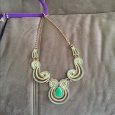 Statement necklace Yellow & green statement necklace. Perfect to dress up any outfit Jewelry Necklaces