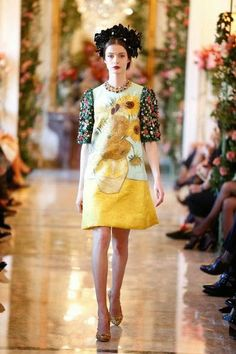 Walk of sunshine. Simple styling with elegance. I love the pattern mixture. Dolce & Gabbana Alta Moda spring/summer Inside the floral home of elite couture - Telegraph Couture Mode, Couture Fashion, Runway Fashion, Fashion Beauty, Female Fashion, Fashion Art, Dolce & Gabbana, Van Gogh, Spring Summer