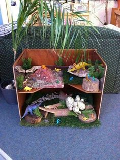 Love the idea of using an old shelf for 2 levels of small world play