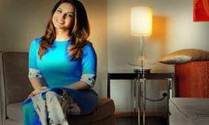 NEW LOOK : सनी लियोनी ने बदला बालों का रंग