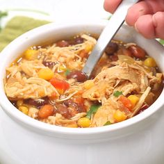 Zero Point Weight Watchers Taco Soup packed with chicken breast beans corn tomatoes and tons of taco flavor. Cooked in the slow cooker or on the stove-top this healthy dish will feed a crowd and couldn't be easier to make. Weight Watcher Taco Soup, Plats Weight Watchers, Weight Watchers Diet, Weight Watcher Dinners, Weight Watchers Chicken Stew Recipe, Weight Watcher Breakfast, Weight Watchers Recipes With Smartpoints, Weight Watcher Recipes, Weight Watchers Points List