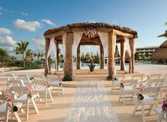 Beach wedding! This is so pretty.