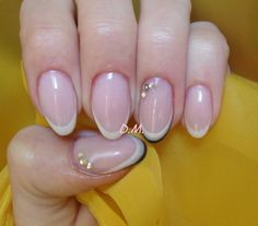 French  sexy manicure.  Oval nails.    (www.neonail.pl)
