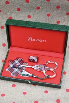 Sajou Tartan sewing set.
