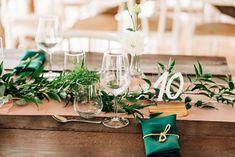 Aranjamente Florale pentru Nunti, buchete, decorațiuni. Calitate și creativitate pentru nunți și botezuri minunate! Suna-ma chiar acum! Floral Wedding, Wedding Flowers, Wedding Ideas, Table Decorations, Bride, Design, Home Decor, Wedding Bride, Decoration Home