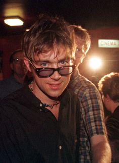 Resultado de imagem para damon albarn nude Blur Band, Jamie Hewlett, Skinny Guys, Idole, Britpop, Gorillaz, Celebs, Celebrities, Record Producer