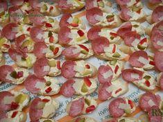 VÝBORNÁ POMAZÁNKA NA CHUŤOVKY Appetizer Dips, Yummy Appetizers, Czech Recipes, Ethnic Recipes, Food 52, Hawaiian Pizza, Finger Foods, Pasta Salad, Yummy Treats