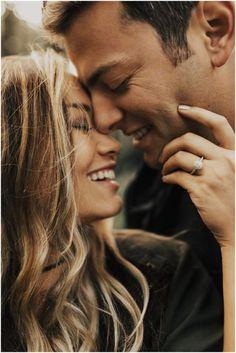 Photo Couple Amoureux, Photos Amoureux, Couples Amoureux, Engagement Ring Photos, Engagement Couple, Engagement Session, Engagements, Engagement Ideas, Fall Engagement