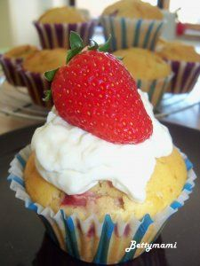 Epres_tejszines_muffin Muffin, Hobbit, Cheesecake, Pudding, Cupcake, Food, Cheesecakes, Custard Pudding, Cupcakes