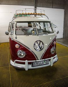 Classic VW Split Screen Bus named STELLA! Love a Volkswagen with personality! Volkswagen Transporter, Car Volkswagen, Vw Cars, Vw T1, Vw Caravan, Bus Camper, Vw Vintage, Vintage Trucks, Vw Transporter Conversions