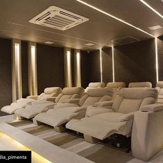 Home theaters attic This kind of home theater attic is an unquestionably inspirational and extraordinary idea Home Theater Room Design, Movie Theater Rooms, Home Cinema Room, Home Theater Decor, Home Building Design, Best Home Theater, Home Theater Seating, Home Decor, Theater Seats