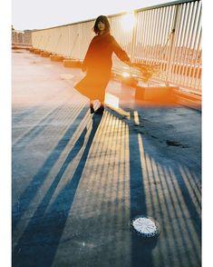 ᴹᴬᴷᴵさんはInstagramを利用しています:「* この日の写真まだフィルム戻ってきてないけどiPhoneが好きすぎてiPhone写真超えられない気がする😨 * そして昨日の夜撮影楽しすぎた😍 近場にあんな萌える場所があったとは! * * #gpw_members_only #as_member #rox_sick…」 Girl Photography, Creative Photography, Street Photography, Fashion Photography, Portrait Lighting, Aesthetic Photo, Double Exposure, Photo Sessions, Photo Art