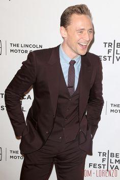 Tom-HIddleston-Sienna-Miller-Luke-Evans-High-Rise-Tribeca-Festival-Movie-Premiere-Red-Carpet-Fashion-Tom-Lorenzo-Site (3)
