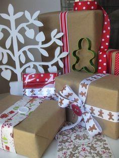 Gingerbreadman giftwrap and ribbon pack