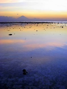 Twilight on Gili Trawangan with Bali on de horizon, Lombok n Gili Islands_ Indonesia