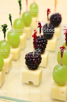madrigal cheese toothpick appetizers - New Ideas Toothpick Appetizers, Cheese Appetizers, Finger Food Appetizers, Finger Foods, Appetizer Recipes, Wedding Appetizers, Christmas Appetizers, Wine Party Appetizers, Aperitivos Finger Food