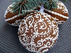 Новогоднее печенье, новогодние пряники козули. Рождественское печенье, рождественские пряники. Расписные пряничные шары D-8см, 400руб. С лентой для подвешивания к новогодней елочке