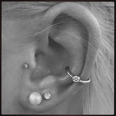 This would look so good on my right ear since I already have 2 lobe piercings & my tragus.