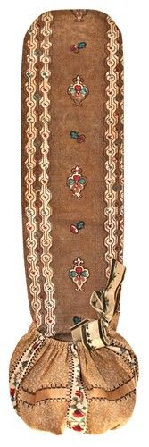 Chintz Rollup Sewing case Does the top long flap roll up and then tuck into the elastic-top pocket?