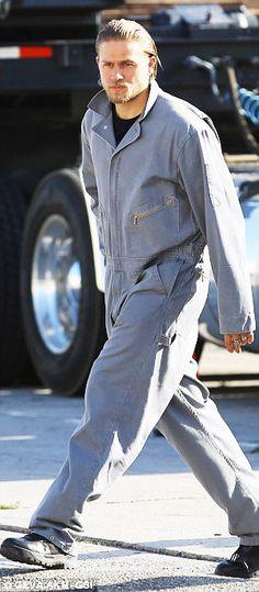 Charlie Hunnam Jax Teller on set sons of anarchy season 6
