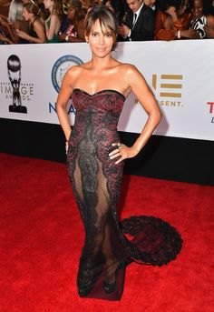 Halle Berry's Sheer Lace Gown Is More Revealing Than Your Raciest Lingerie Halle Berry Style, Halle Berry Hot, Celebrity Gallery, Celebrity Style, Hally Berry, Black Goddess, Beautiful Celebrities, Lady, Strapless Dress Formal