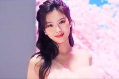 Nayeon, Kpop Girl Groups, Korean Girl Groups, Kpop Girls, Extended Play, Sana Minatozaki, Twice Kpop, Twice Sana, Dahyun