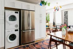 Vinegar cleans your washing machine.Yes, your washing machine needs cleaning. Washing Machine Cleaner, Clean Your Washing Machine, Washing Machine In Kitchen, Doing Laundry, Laundry Hacks, Laundry Rooms, Dishwasher Tablets, Disinfecting Wipes, Country
