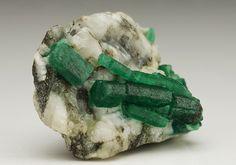 The names Dallas, and I'm in it for the rocks! - bijoux-et-mineraux:   Emerald -  Santa Terezinha...