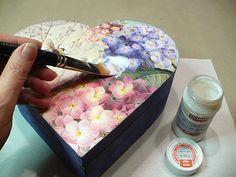 Pentart dekor: Készíts gyöngysort a dobozodra! - avagy mire is használhatod a… Hobbies And Crafts, Crafts To Make, Tray, Decoupage Ideas, Steampunk, Vintage, Boxes, Amor, Decorated Boxes