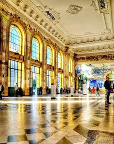 Cress would have danced in a ballroom like this while in France.