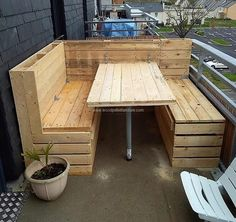 Now here is an idea for reclaimed wood pallet balcony couch with which one can arrange a seating area for enjoying with the loved ones if there is no lawn in the home. Sitting in open air sometimes refreshes the mind of the person, so it is great for relaxing on the weekends.
