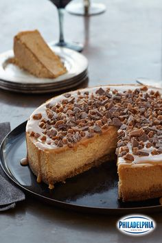 The holiday season is in full swing! Expecting a crowd? With only 20 minutes of prep time, you can impress your guests with this gorgeous Triple Caramel Cheesecake recipe.